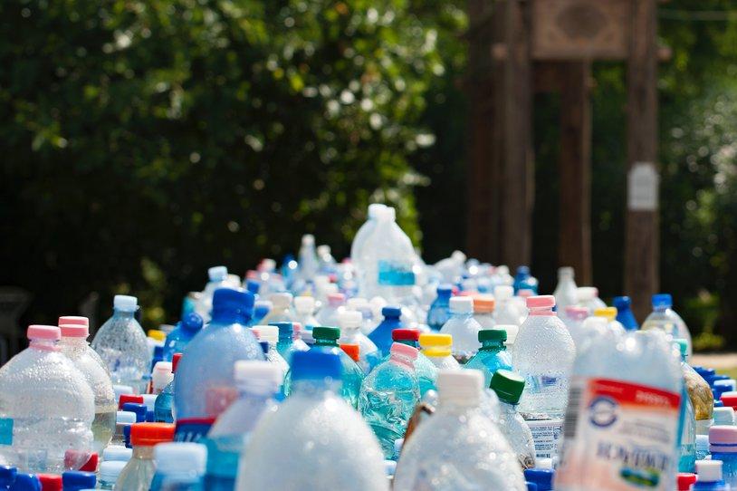 plastic waterflessen