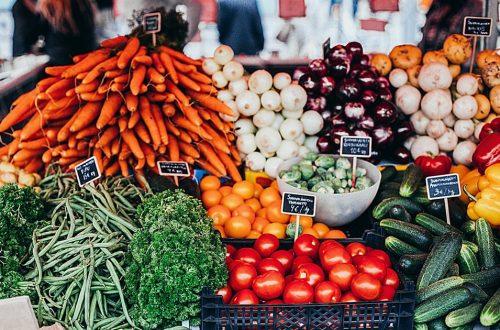 Verse groentes uitgestald