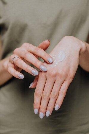 handen insmeren met crème