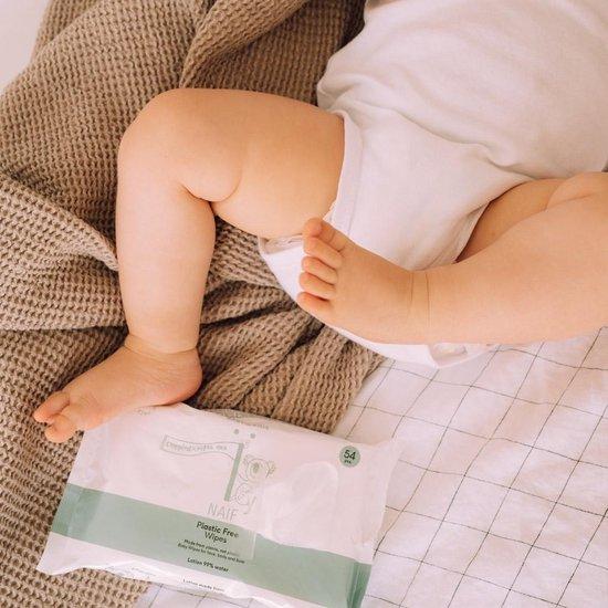 Baby voetjes met Naïf billendoekjes