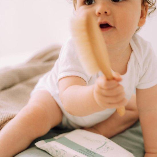 Baby met Naïf billendoekjes