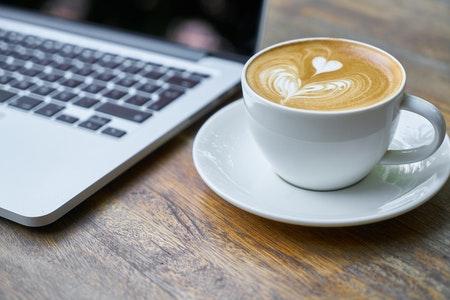 thuiswerken met koffie