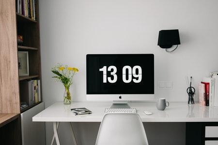 laptop met tijd